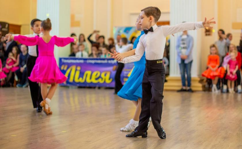 Более двадцати клубов Днепропетровщины боролись и танцевали ФОТО