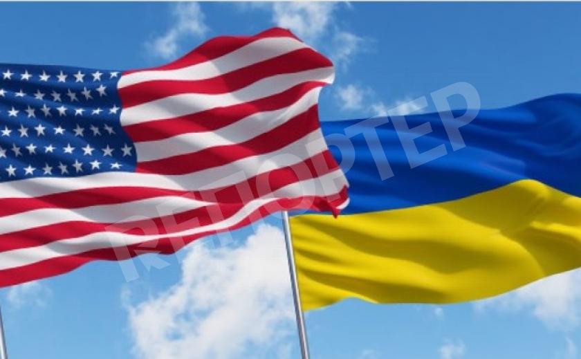 Налоговики Украины повели представителей Посольства США в музей