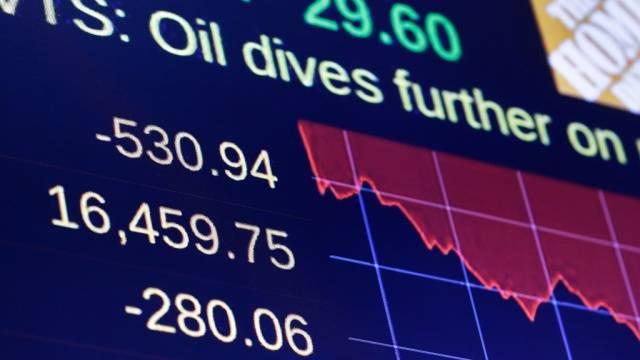 Паника на топливном и финансовом рынке: цена на нефть упала еще на десять процентов