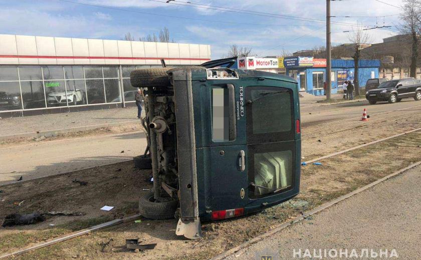 Авария в Днепре: в больнице - пять человек, трамваи не ходят ФОТО