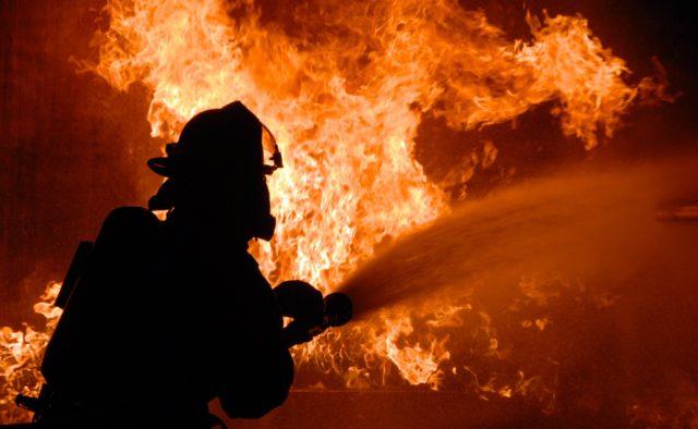 В Днепре на Чечелевке сгорел виноводочный магазин