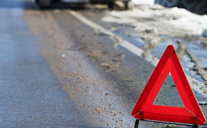 Авария в Новомосковском районе: тело мужчины освободили из авто