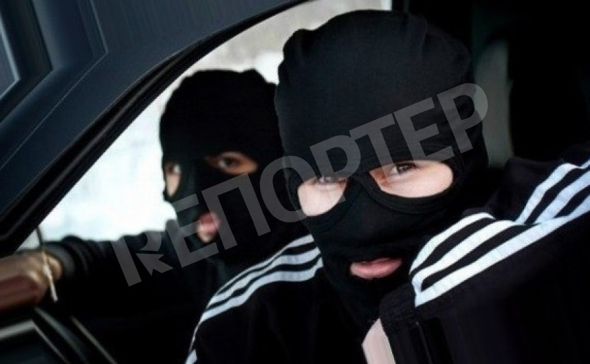 В Днепре из машины умыкнули 200 тыс. грн, объявлен план «Перехват»