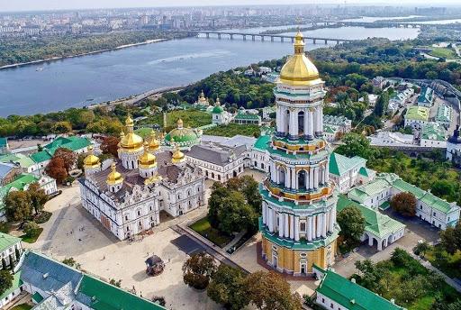 В Украине появятся освященные маски, а в монастырях поселятся медики