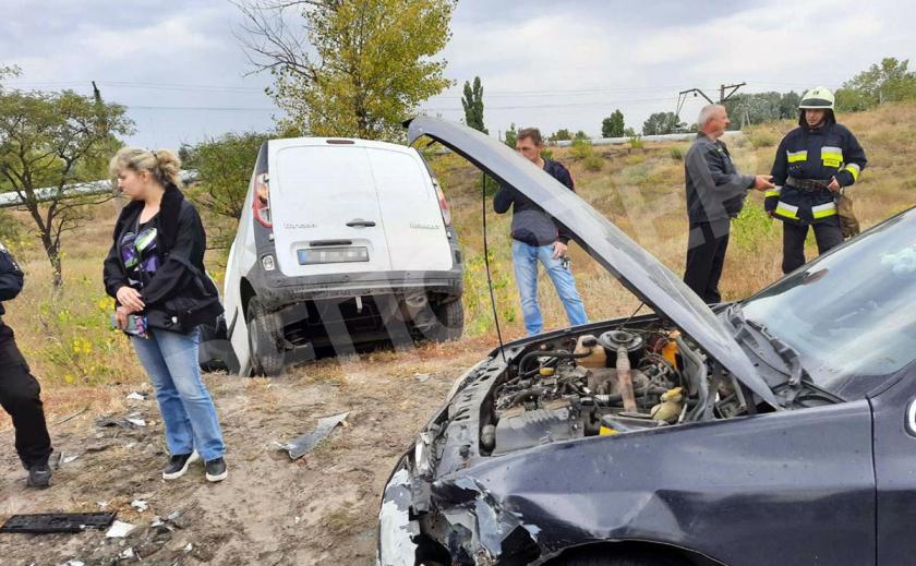 В Днепре три водителя не поделили дорогу, а пострадала девушка