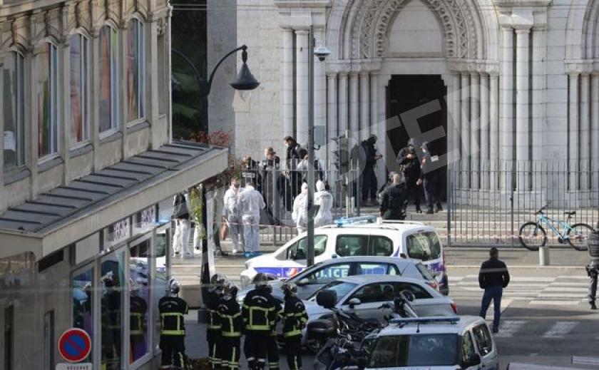 Франция в панике. Террористы рубят людям головы в храме Нотр-Дам